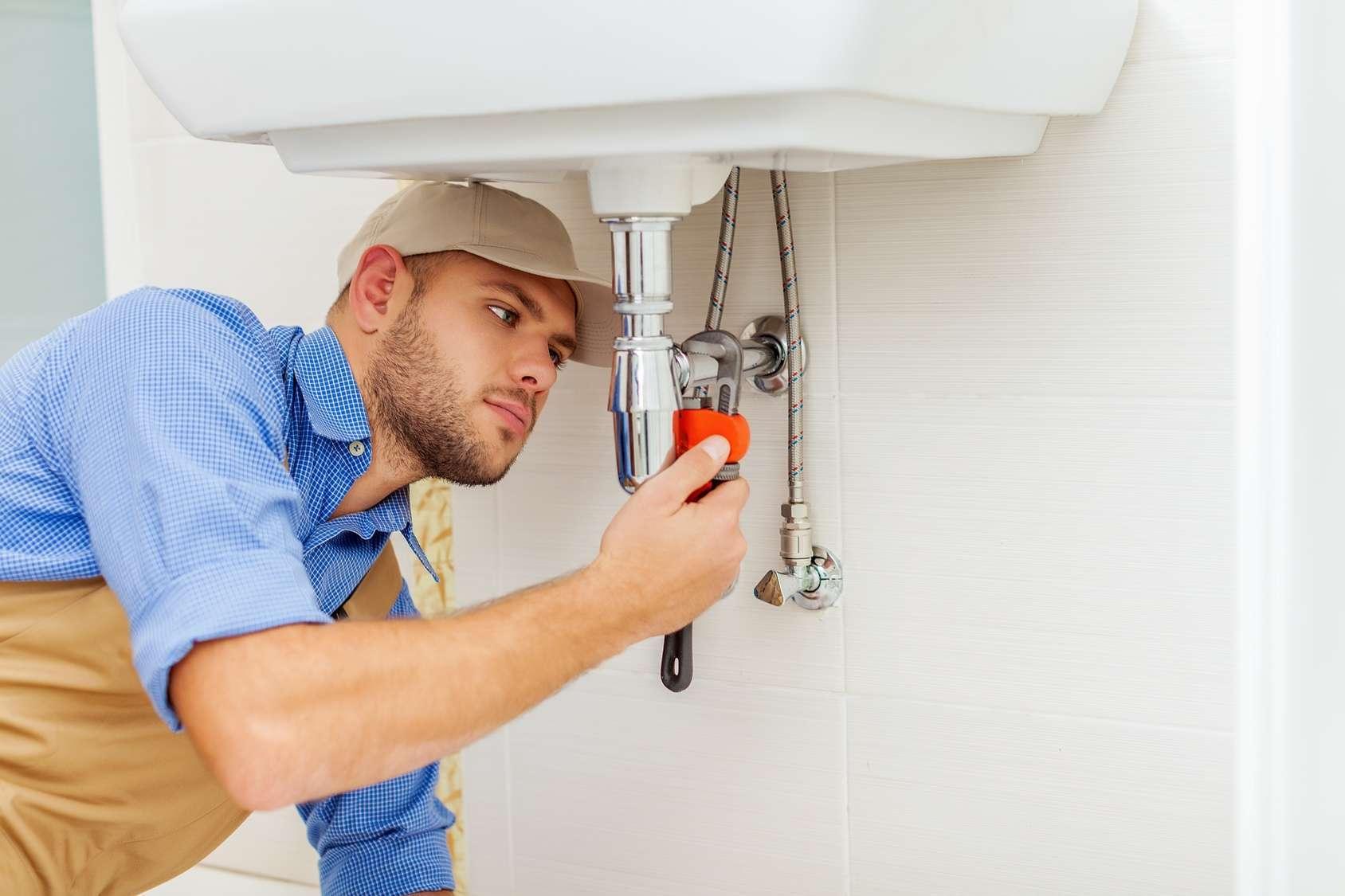 תיקון הנזילה בעבודה נקייה וזהירה