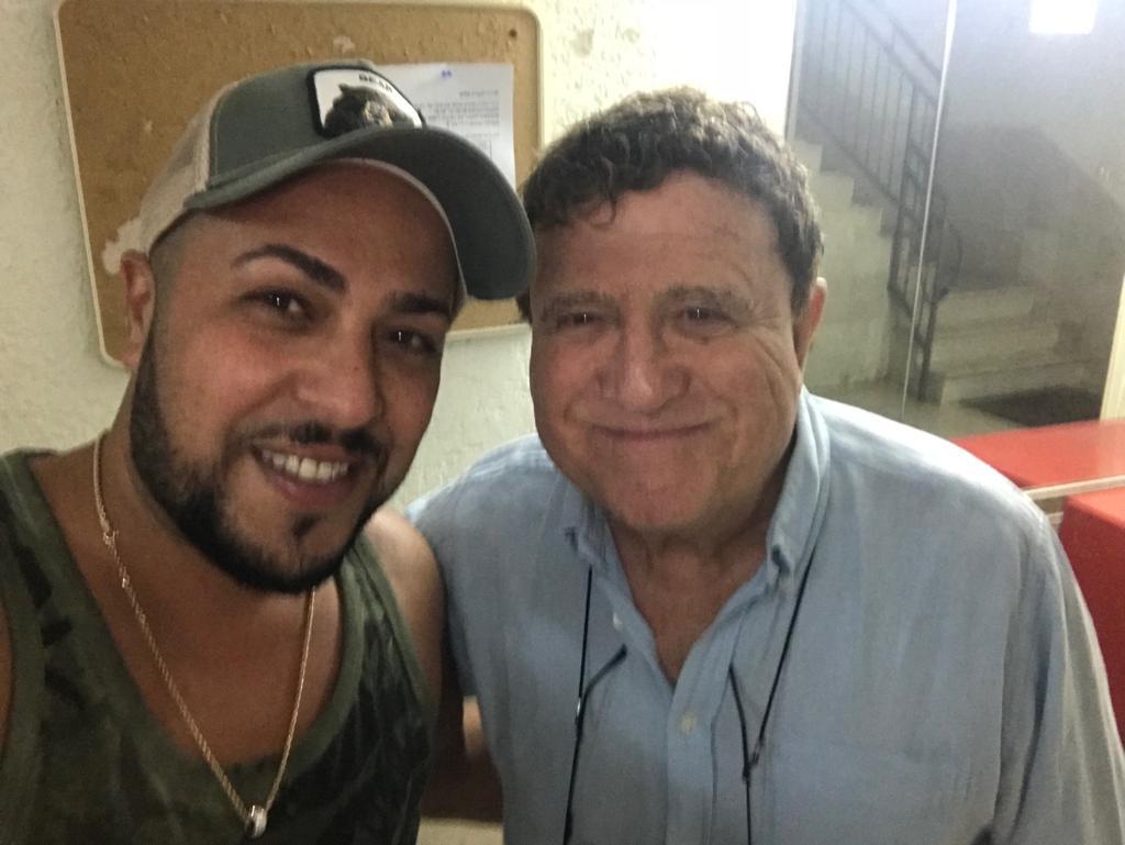 יהורם גאון עם אורן רדה אינסטלטור בתל אביב