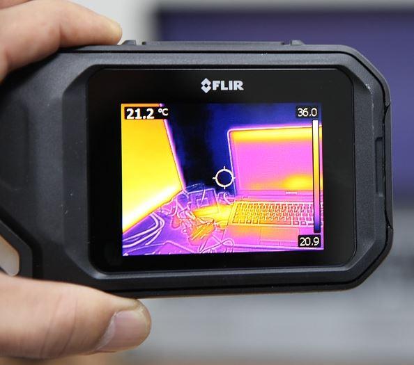 מצלמה תרמית לאיתור נזילות בפעולה